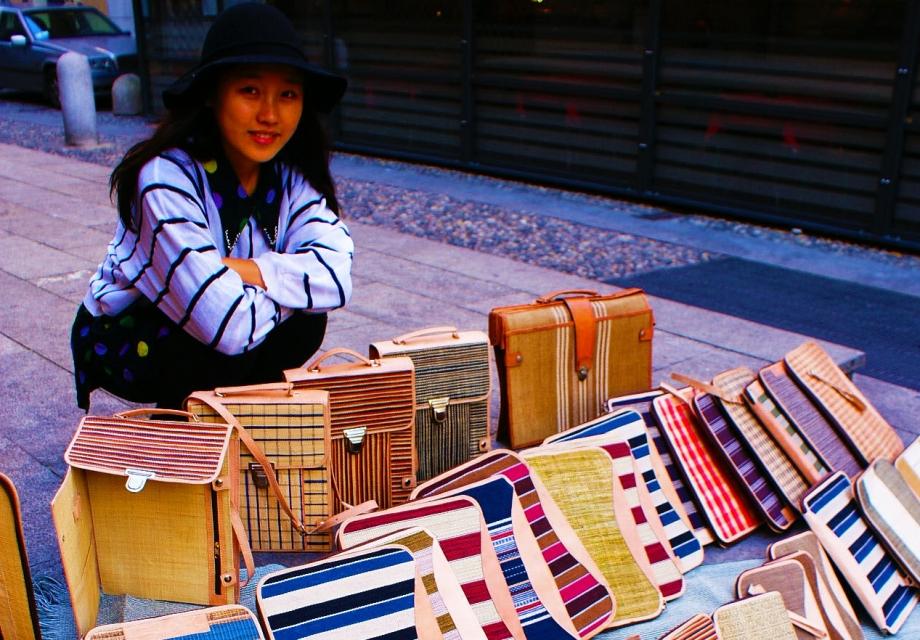 [365 ART ROAD] 여행 중 장사에 도전 - Part2 : 밀라노 골목길에서 가방을 팔다
